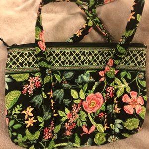 Vera Bradley shoulder bag with several pockets 🌹